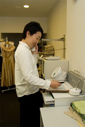 予約電話を受ける オーダーメイドの洋服屋さん SU MISURA ス・ミズーラ